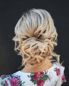 Wedding Hairstyles Updo Whether a classic chignon, textured updo or a chic wedding updo with a beautiful details. These wedding updos are perfect for any bride looking for a unique - Hair by Katerina Kamalova Unique Wedding Hairstyles, Romantic Hairstyles, Vintage Hairstyles, Down Hairstyles, Bridal Hairstyle, Hairstyles 2018, Wedding Hair Half, Elegant Wedding Hair, Wedding Hair And Makeup
