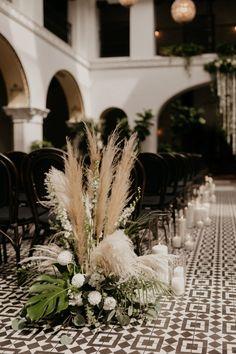 Black And White Centerpieces, White Wedding Decorations, Black And White Wedding Theme, White Wedding Flowers, White Wedding Flower Arrangements, Mod Wedding, Dream Wedding, Paris Wedding, Old Hollywood Wedding