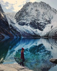 Stamp #584 - USA: Could this be the best Hike in USA? You tell us!! Colchuck lake should be on everyone's bucket list. It's an incredible hike that's only about 8 miles round trip. I'd suggest going here sometime between spring and fall as it may be inaccessible during the winter season. It's also located really close to the lovely little town of Leavenworth where you can grab coffee & food before or after the hike.  Thank you @veronichkaaa for leaving your #Stamp!!  For more awesome #travel…