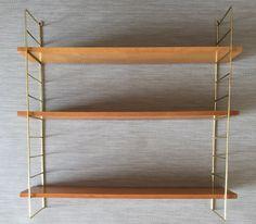 Mid Century Regal im String Design mit Messing-Leitern von moebelglueck auf Etsy https://www.etsy.com/de/listing/479431489/mid-century-regal-im-string-design-mit