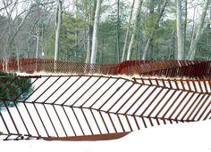 clôture métallique ajourée à motifs imitant les feuilles d'arbre pour embellir l'espace outdoor