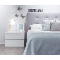 Mesita - Mesitas - Dormitorios - Kenay Home Rental Home Decor, Diy Home Decor, Apartment Bedroom Decor, Home Bedroom, Cosy Room, Awesome Bedrooms, Small Rooms, Dream Bedroom, Girl Room