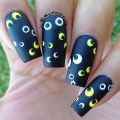 31 Days of Halloween Nail Art: creepy eye nails by @Lozzalovesnails