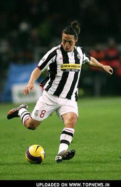 ~ Mauro Camoranesi on Juventus ~ Juventus Players, Juventus Fc, World Football, Football Soccer, David Trezeguet, Liga Soccer, Turin Italy, Different Sports, Sports