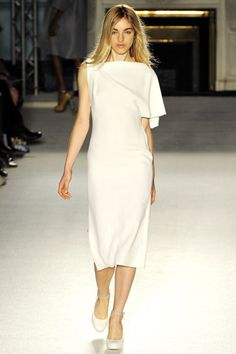 Roksanda Spring 2012 Ready-to-Wear Fashion Show - Naomi Preizler