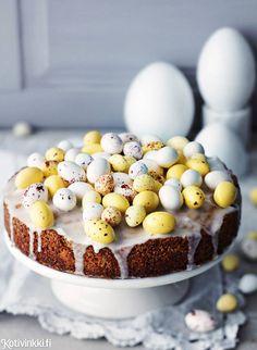 Pääsiäisen himotuin: sitruunainen unikkokakku | Kotivinkki Eggs, Easter, Breakfast, Party, Morning Coffee, Easter Activities, Egg, Receptions, Parties