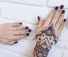 Henna Designs & Art Source by msksxx Henna Tattoo Hand, Henna Ink, Hand Tattoos, Tatoos, Henna Designs Easy, Beautiful Henna Designs, Mehndi Designs For Hands, Henna Tattoo Designs, Indian Henna Designs