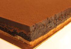 Le Trianon ou le royal au Chocolat, est exactement la même chose, c'est entremets au chocolat est hyper léger, et pas très sucré. Voici la recette du Trianon ou royal au chocolat avec Thermomix, Ingrédients : Biscuit : 3 œufs 90 g de sucre en poudre 60 g de noisette 2 cuillères à soupe de … Fancy Desserts, Fancy Cakes, Thermomix Desserts, Number Cakes, Coco, Fondant, Panna Cotta, Biscuits, Recipes