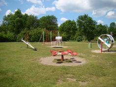 Santiago - dit is een voorbeeld van een speeltuin in een groene omgeving. een soort vergelijkende speeltuin zou mooi passen in onze buurt, omdat wij ook een speeltuin in een groene omgeving willen hebben.