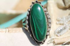 Vintage Navajo Style Hand Wrought 925 Sterling Silver & Green Malachite Ring