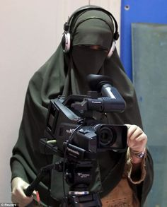 New horizons: A camerawoman records in a small apartment which is soon to be the hub of a newly-launched news channel run exclusively by women who wear the full full Islamic face veil, or niqab Hijab Dp, Hijab Niqab, Muslim Hijab, Hijab Dress, Niqab Fashion, Muslim Fashion, Egyptian Women, Islam Women, Face Veil
