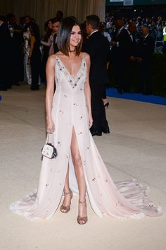 Selena Gomez at the 'Rei Kawakubo/Comme des Garcons: Art Of The In-Between' Costume Institute Gala at Metropolitan Museum of Art in New York City on May Mode Selena Gomez, Style Selena Gomez, Selena Gomez Dress, Victoria Justice, Sexy Dresses, Formal Dresses, Pink Gowns, Red Carpet Looks, Look Chic