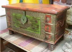red and green furniture Wood Crafts, Diy Crafts, Green Furniture, All Craft, Hope Chest, Chalk Paint, Storage Chest, Decoupage, Restoration