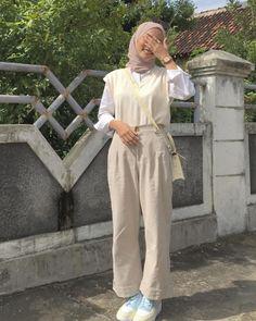 Hijab Fashion Summer, Street Hijab Fashion, Fall Fashion Outfits, Muslim Fashion, Casual Hijab Outfit, Ootd Hijab, Cute Casual Outfits, Simple Outfits, Hijab Fashion Inspiration