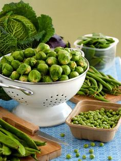 Green foods are a must for a healthy diet. Find out why you should be eating tasty green foods like avocados, asparagus, and kiwi for better nutrition.