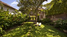 Garden; Architect Channa Daswatte renovated the house. Galle, Sri Lanka