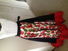 A circle-and-a-half skirt just sewn up for a friend to dance with. Bomba!