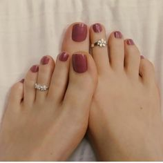 Beautiful woman's feet with purple nails polish # Feet # Foot fetish group # Foot fetish . - Zehen Ringe - Best Nail World Pretty Toe Nails, Cute Toe Nails, Cute Toes, Pretty Toes, Purple Nail Polish, Purple Nails, Toe Ring Designs, Toe Nail Color, Nail Colors