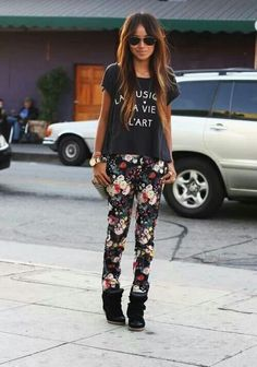 Love this outfit. Especially the leggings