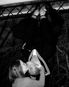 spiderman kiss. hahaha this is too cute.