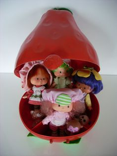 """Strawberry Shortcake Carry Case."" I had this exact toy! Now I can show Bella, my little Strawberry Shortcake enthusiast!"