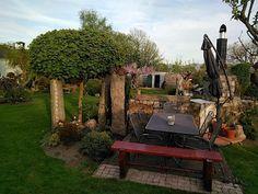 Kromě dřevin hraje velmi důležitou roli na zahradě také kámen, a zdaleka ne jen ten v podobě solitérů.