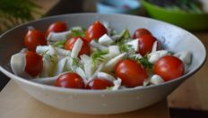 Caprese Salad, Salads, Vegetables, Food, Mai, Diet, Lettuce Recipes, Essen, Vegetable Recipes