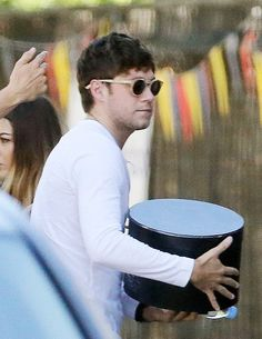 """Niall arriving to the music video shoot for his next single """"Too Much To Ask"""" 1/8/17 London"""