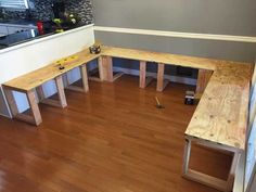 "My Kitchen Table Seems So Boring After I Saw This DIY Dining Booth Er verwendete ""Sperrholz Kitchen Booths, Kitchen Benches, Diy Kitchen Tables, Booth Seating In Kitchen, Kitchen Ideas, Kitchen Pics, Kitchen Sofa, Kitchen Banquette, Room Kitchen"