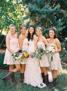 Southern Wedding Style! Inspirations from: www.acoastalbride.com  Coastal Creative Events Destination wedding planners in Savannah www.creativesavannahweddings.com