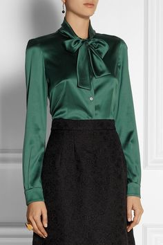 Emerald stretch-silk satin Button fastenings through front silk, elastane Dry clean Blouse Sexy, Bow Blouse, Blouse And Skirt, Beautiful Blouses, Beautiful Outfits, Bluse Outfit, Satin Bluse, Satin Dresses, Corset Dresses