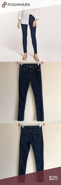 "Massimo Dutti Skinny Jeans Massimo Dutti dark wash skinny jeans in a size 4. They feature gold hardware, 5 pockets, and they are in gently used condition with no obvious signs of wear.  Approximate measurements lying flat: Waist-13""; Rise-9""; Inseam-29"" Massimo Dutti Jeans Skinny"