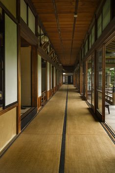 A Tatami corridor in Taishakuten temple, Shibamata, Tokyo Japanese Mansion, Japanese Style House, Japanese Buildings, Traditional Japanese House, Asian Architecture, Historical Architecture, Architecture Design, Pavilion Architecture, Sustainable Architecture