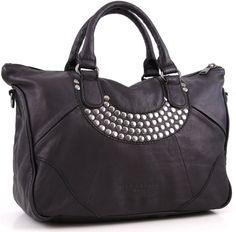Liebeskind 2D Leather Henkeltasche Leder schwarz 45 cm #wardowlieblingstaschen @Wardow Auch hier stehe ich total auf die Nieten... Die Tasche an sich ist schwarz und schlicht mit jeder Menge Stil, doch die silbernen Nieten geben ihr das gewisse Etwas. Ich liebe Liebeskind <3