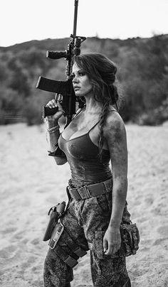 ::: sexy girls hot babes with guns beautiful women weapons Mädchen In Uniform, Female Soldier, Army Soldier, Military Girl, Military Women, N Girls, Army Girls, Badass Women, Airsoft