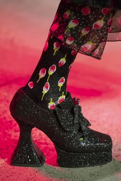 Feb 2020 - Anna Sui at New York Fashion Week Fall 2020 - Details Runway Photos Milan Fashion Weeks, New York Fashion, Paris Fashion, Fashion Shoes, Fashion Accessories, Fashion Outfits, Fall Fashion, Fab Shoes, Crazy Shoes