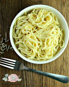 This Buttered Noodles recipe is so easy! Add noodles to a skillet and toss with butter, Parmesan cheese, garlic and parsley for an easy dinner recipe that even the kids will love. You can use whatever noodles are in your pantry for this pasta recipe. Meat Sauce Recipes, Baked Pasta Recipes, Pasta Dinner Recipes, Spaghetti Recipes, Pasta Salad Recipes, Appetizer Recipes, Cooking Recipes, Pasta Dinners, Skillet Recipes