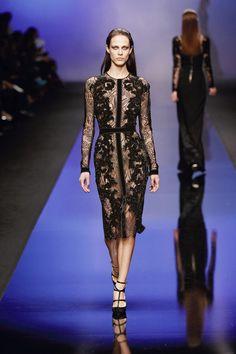 ELIE SAAB Ready-to-Wear Autumn Winter 2013-14 - Robe de cocktail en dentelle noire