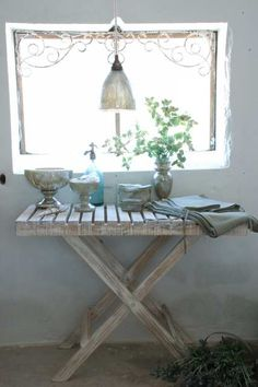 White patinated table of Jeanne d'Arc Living - Jeanne d'Arc Living tafel
