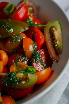 fresh tomatoes       handful fresh basil leaves      ½ t salt      ¼ clove garlic      juice of ½ lemon      a few tablespoons olive oil      pepper to taste  To make the dressing, combine the basil, salt and garlic in a pestle and mortar and pound until you have a relatively smooth paste.  Add the lemon juice and olive oil.