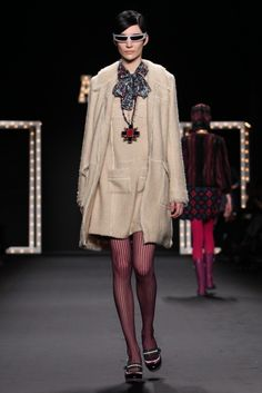 Anna Sui Fall-Winter 2013-2014 | 2013 Fashion Trends Fall Fashion Trends, Autumn Fashion, French New Wave, 2014 Trends, Anna Sui, 1960s Fashion, Frocks, Red And Blue, Ready To Wear