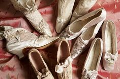 shoes, in different colours, of Empress Maria Feodorovna, on French heels, Credit State Hermitage Museum St Petersburg. Vintage Shoes, Vintage Outfits, Vintage Fashion, Vintage Clothing, Royal Clothing, French Shoes, Maria Feodorovna, Ballet Shoes, Dance Shoes