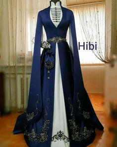 Royal Dresses, Ball Dresses, Ball Gowns, Old Fashion Dresses, Fashion Outfits, Pretty Outfits, Pretty Dresses, Fantasy Gowns, Medieval Dress