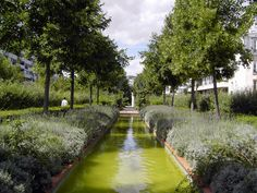 Paris: an old railway is turned into a park...but is not a new plan, they did it in 1987!!  #paris #green #garden #railway