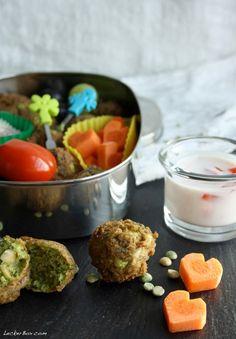 MittwochsBox #4: Erbsen-Falafel mit Tomaten-Joghurt Dipp…und Möhren-Herzchen!