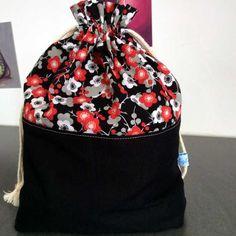 Ravissant pochon à fleurs en coton ou sac à encours tricot ou crochet de la boutique AglaeLaser sur Etsy