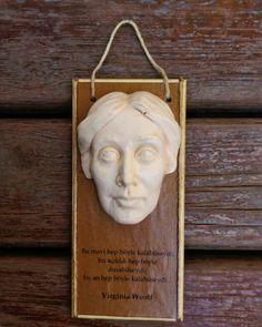 MiniBüst Edebiyatçılar Serisi  Mini tablo ve magnet olarak tasarlanmıştır  Virginia Woolf  Sipariş için 05072527536 veya 05057792027 arayabilirsiniz  İnternet satış adresi  https://www.zet.com/tasarimci/yuttsanat  #minibüst #art #heykel #yuttsanatatölyesi #yuttsanat #edebiyat #hediyelik #hediye #heykel #yaseminyılmazbezci #sanat #sculpture #thesculpture #yuttsanattasarım #tasarım #büst #sculptor #heykeltraş #franzkafka #kalemlik #organveli #nazımhikmetran #nazım #şiir #poem #virginiawoolf