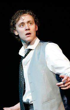 Tom Hiddleston as Alsemero in The Changeling (2006). Via Torrilla. Full size image: http://maryxglz.tumblr.com/post/156348470092/tom-hiddleston-as-alsemero-in-the-changeling