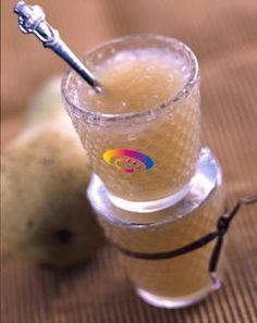 Sbucciate e tagliate a pezzetti le pere e la mela. Tagliate a listarelle la buccia del limone (solo la parte gialla) e fatela bollire in acqua per circa 10 minuti. In un tegame, disponete la frutta con lo zucchero, il succo di limone e cuocete a fuoco molto dolce per circa 40 minuti. Unite quindi le scorzette scolate e continuate la...
