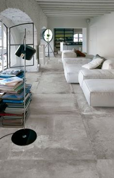 flooring concreto pulido Large concrete tiles for this clean interior - Living Divani, Concrete Floors, Smooth Concrete, Clean Concrete, Bathroom Concrete Floor, Concrete Board, Concrete Counter, Linoleum Flooring, Polished Concrete